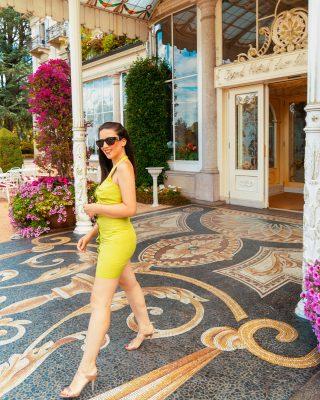 Gina esce dall'hotel - Morina Experience a Stresa
